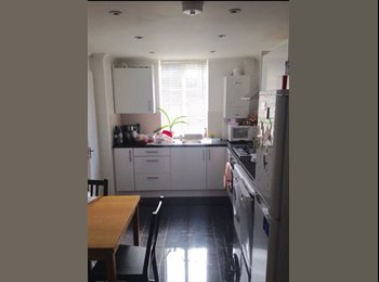 EasyRoommate UK - Bright furnished double room in Kennington - Elephant and Castle, London - £675 pcm
