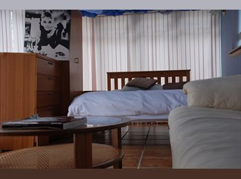 SPACIOUS PRIVATE DOUBLE BEDROOM – LOVELY VIEWS
