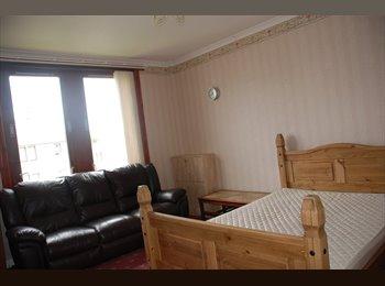 EasyRoommate UK - Spacious Two Bedroom Flat with Nice Views - Old Aberdeen, Aberdeen - £875 pcm