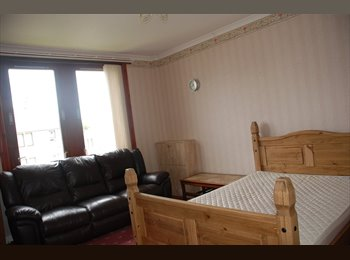 Spacious Two Bedroom Flat with Nice Views