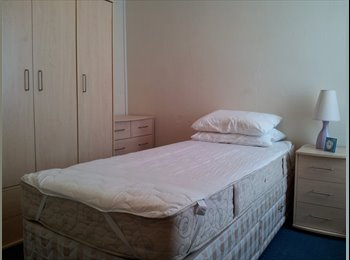 EasyRoommate UK - Bright and sunny  single furnished room - Gosport, Fareham and Gosport - £300 pcm