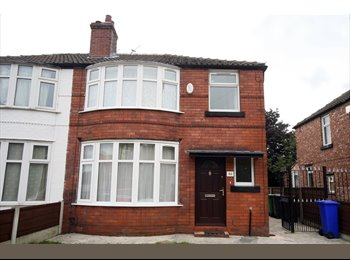 EasyRoommate UK - Accredited Student house - convenient location - Withington, Manchester - £290 pcm