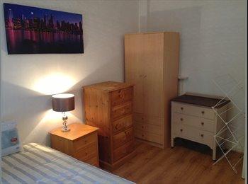 EasyRoommate UK - LARGE DOUBLE ROOM IN WHITECHAPEL!!! - Whitechapel, London - £695 pcm
