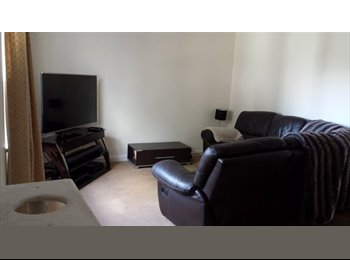 EasyRoommate UK - Double room, garden, parking & friendly housemates - Queens Park, Bournemouth - £470 pcm