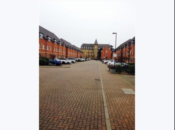 EasyRoommate UK - 3 double rooms in a large terrached house - Isleworth, London - £520 pcm