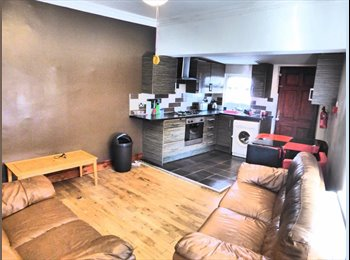 EasyRoommate UK - Student double room - Hyde Park, Leeds - £370 pcm