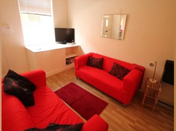 EasyRoommate UK - Double room to rent in the heart of Headingley - Headingley, Leeds - £300 pcm