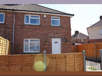 EasyRoommate UK -  Double rooms 5mins walk from Southmead Hospital! - Southmead, Bristol - £420 pcm