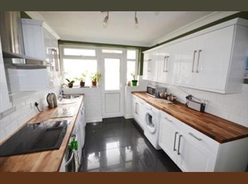 EasyRoommate UK - Flat share - double room - Westbourne, Bournemouth - £535 pcm
