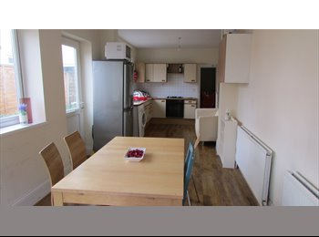 EasyRoommate UK - Top Quality Professional/Post Grad House Shares - Moseley, Birmingham - £320 pcm