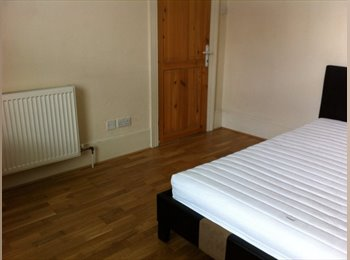 EasyRoommate UK -  MOVE NOW!!Spacious Double Room Available Now !!! - Greenwich, London - £700 pcm