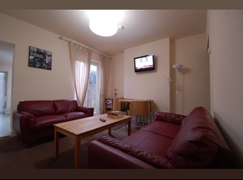 EasyRoommate UK - Stunningly spacious Bedroomed student property - Selly Oak, Birmingham - £338 pcm