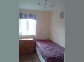 EasyRoommate UK - Luxury Sin.Room (£260) Females prefrred - Ardwick, Manchester - £260 pcm