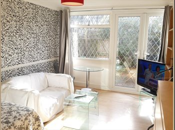 EasyRoommate UK - Huge room in Earls Court with private garden- INCL - West Kensington, London - £932 pcm