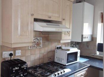 EasyRoommate UK - Swansea City Central, Modern, Fully Furnished Room - Swansea, Swansea - £260 pcm