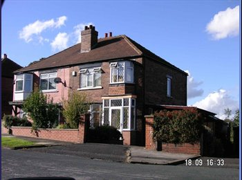 EasyRoommate UK - Young Professional House in Prime Location - Burley, Leeds - £280 pcm