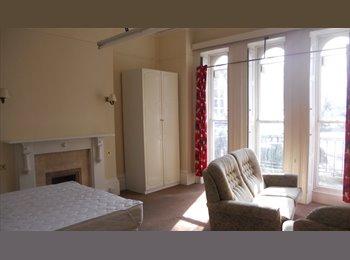 EasyRoommate UK - Large Regency Houseshare - Cheltenham, Cheltenham - £390 pcm