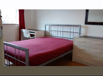 EasyRoommate UK - 2x LONG/SHORT LET LARGE RMS.NR TUBE. BILLS inc.HA5 - Northwood, London - £500 pcm