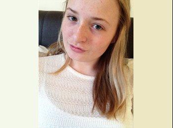 Hannah - 18 - Student