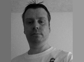 EasyRoommate UK - Richard  - 40 - Wakefield