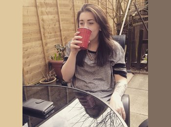 EasyRoommate UK - Jess - 19 - Hatfield