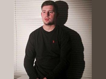EasyRoommate UK - Josh - 21 - Ashford