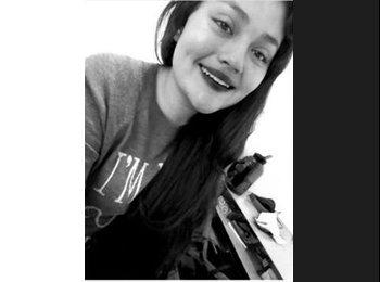 Alejandra  - 18 - Student