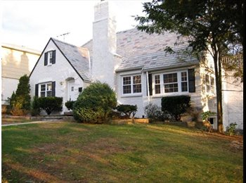 EasyRoommate US - Great room Avail in Fantastic home Yonkers/Bronxville border ! - Yonkers, Westchester - $900 pcm