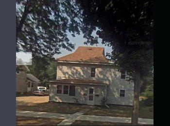 EasyRoommate US - UW STOUT AREA: 1 SUBLEASER NEEDED FOR 3 BDRM HOUSE - Eau Claire, Eau Claire - $260 pcm
