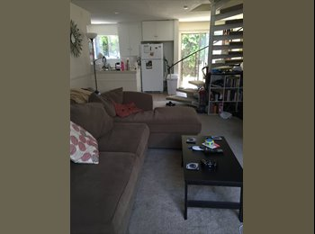 EasyRoommate US - Townhome in Great Location by Triangle Square - Costa Mesa, Orange County - $900 pcm