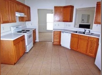 EasyRoommate US - GREAT HUNTERSVILLE LOCATION!! - Charlotte, Charlotte Area - $850 pcm