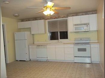 EasyRoommate US - Darling 1 bedroom cottage - Kent, Kent - $1,200 pcm