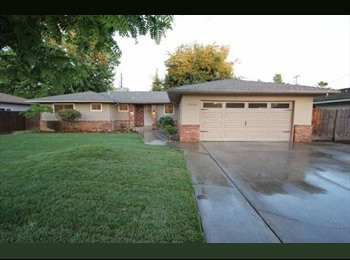EasyRoommate US - looking For 1 renter on barstow by fresno state, perfer female - Pinedale, Fresno - $575 pcm