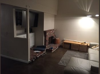 EasyRoommate US - 3rd bedroom in town house (shared bath) - Mar Vista, Los Angeles - $1,200 pcm