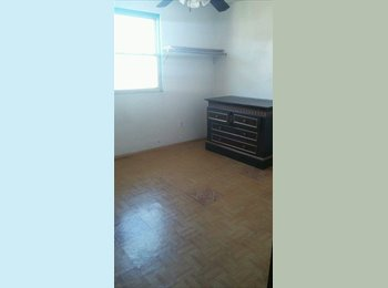looking for roomates by 52 st /Sacramento ave