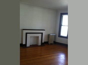 EasyRoommate US - Lovely Brick Separate Duplex  - Grosse Pointe, Detroit Area - $750 pcm