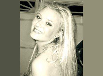 Emily - 22 - Professional