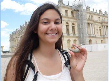 Melanie - 20 - Student