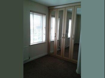 EasyRoommate UK - room to let in modern clean town house. - Hyde, Tameside - £450 pcm