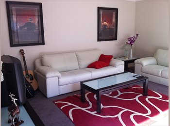 EasyRoommate AU - Bright, spacious Cool apartment - Melbourne, Melbourne - $800 pw