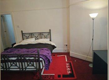 EasyRoommate UK - double room to rent - Folkestone, Folkestone - £350 pcm