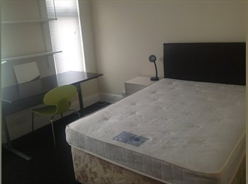 EasyRoommate UK - SUMMER LET - close to City centre & Cov uni - Gosford Green, Coventry - £320 pcm