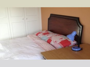 EasyRoommate UK - Bed-sit double room.with WiFi access and parking - Hamworthy, Poole - £500 pcm