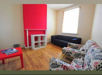 EasyRoommate UK - Simply Stunning - clean, bright and spacious house - Gosford Green, Coventry - £315 pcm