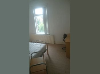 EasyRoommate UK - room 10 mins from coventry uni - Gosford Green, Coventry - £335 pcm