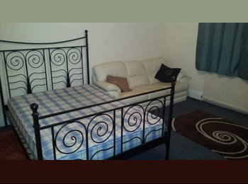 EasyRoommate UK - Large Double Room, close to Severn Tunnel Junction - Llanishen, Cardiff - £300 pcm