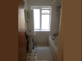 EasyRoommate UK - VERY LARGE DOUBLE ROOM AVAILABLE NEAR WIMBLEDON - Morden, London - £600 pcm