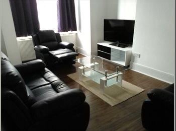 EasyRoommate UK - Modernised 1st floor maisonette  - East Finchley, London - £745 pcm