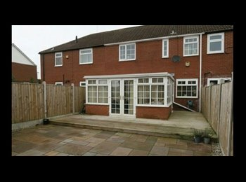 EasyRoommate UK - 3 bed house share available early July  - Morley, Leeds - £395 pcm