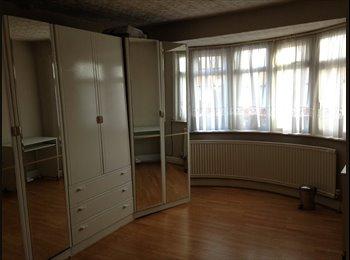 EasyRoommate UK - Extra Large Double Room - Burnt Oak, London - £590 pcm